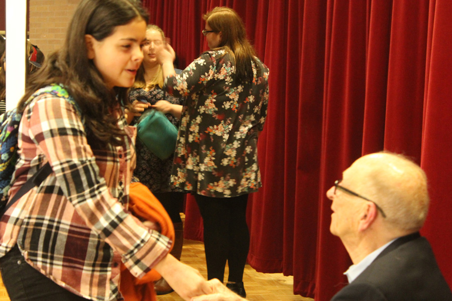 Veteran shares Holocaust experience with students