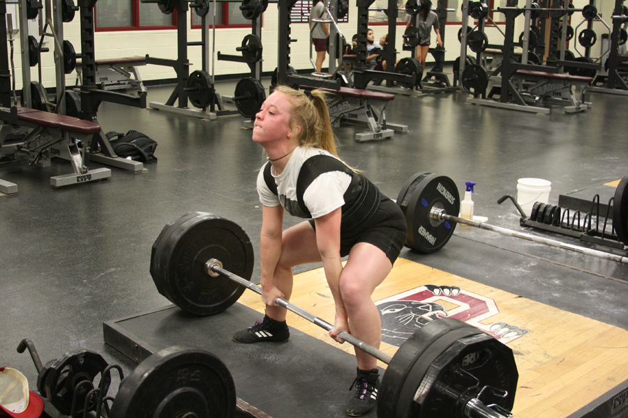 Powerlifters near state event