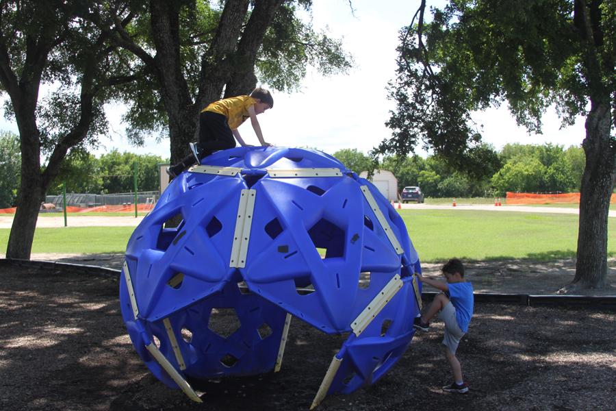 CDC discusses park equipment